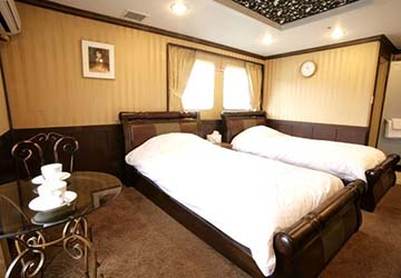 dbs_cruise_ferry_eastern_dream_royal_bed